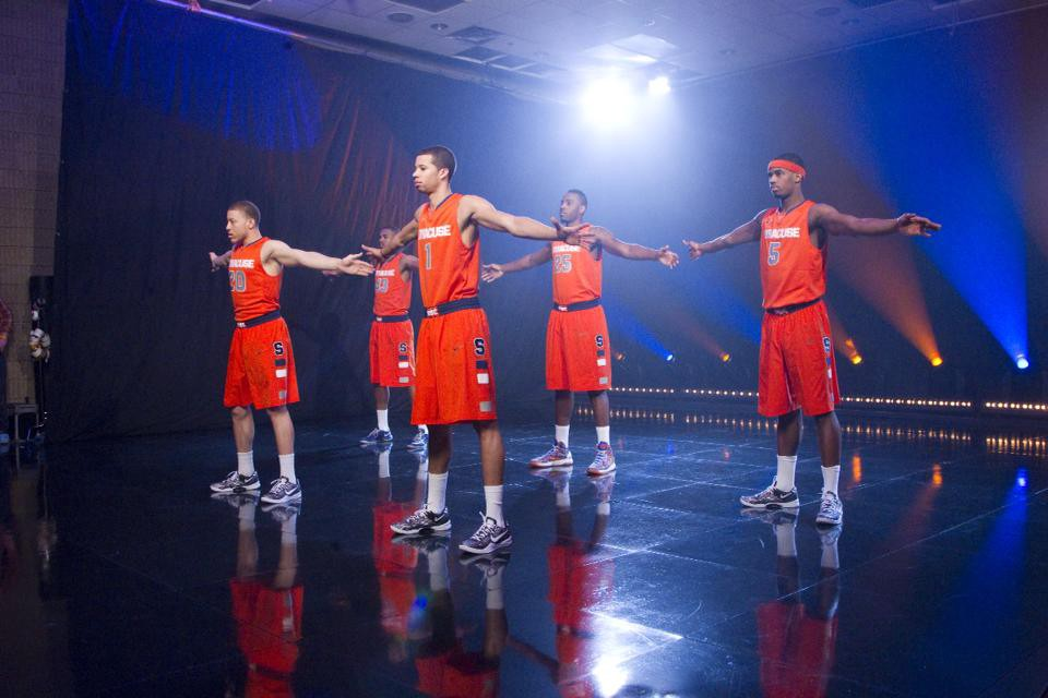 How To Play Syracuse S 2 3 Zone Defense Inspirational Basketball
